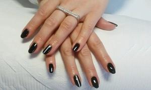 Estetic: Manicure hybrydowy (29,99 zł) z pielęgnacyjnym spa na dłonie (39,99 zł) i więcej opcji w Estetic (do -50%)