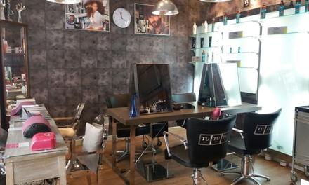 Sesión de peluquería completa con corte y opción a tinte y/o mechas desde 19,95 € en Tu Style