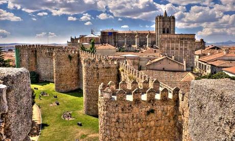Ávila: estancia para 2 personas con desayuno o media pensión y late check-out en Hotel Santa Teresa