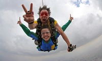 Salto en tándem para 1 o 2 personas desde 159 € en Skydive Granada