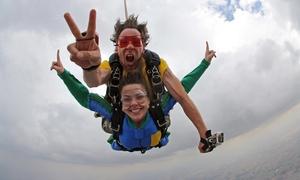 Skydive Granada: Salto en tándem para 1 o 2 personas desde 159 € en Skydive Granada