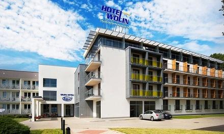 Międzyzdroje: 1-7 nocy dla 2 osób lub rodziny z wyżywieniem, basen, jacuzzi, siłownia i więcej w Hotelu Wolin