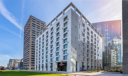 London: 4* Deluxe Room with Breakfast • Holiday deals Clayton Hotel City of London