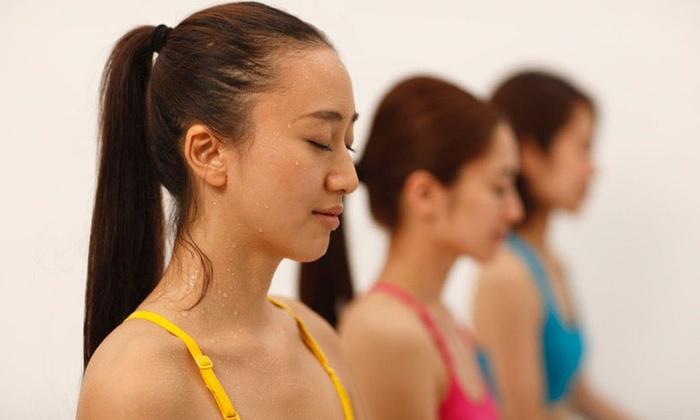 Hot Yoga Studio loIve なんば店 - 大阪市中央区: 【最大81%OFF】≪ホットヨガ60分 1回体験(水&タオル&上下ウェア込)/他2メニュー≫ @Hot Yoga Studio loIve なんば店