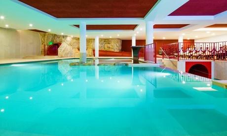 Racines, Bolzano: soggiorno con pensione 3/4, Spa, Skipass o buono wellness per 2 persone all'Hotel Almina 4*