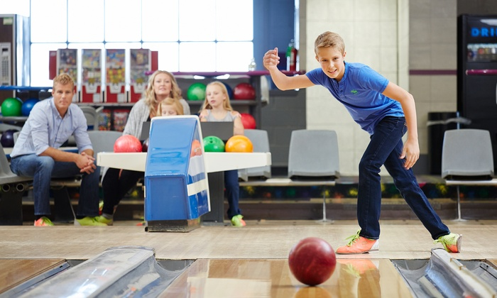 Blainbrook Entertainment Center - Blaine: $39 for Bowling on One Lane, Pizza, and Soda for Six at Blainbrook Entertainment Center (Up to $87.75 Value)