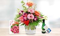 Orchideenstrauß Herzensfreude mit Lindt Schokolade, Perlwein und Grußkarte zum Wunschtermin bei Bluvesa (39% sparen*)