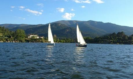 Ruta en velero de 3 horas con prácticas de manejo del timón a 1 hora de Madrid desde 34 €  El Burguillo A Toda Vela.com
