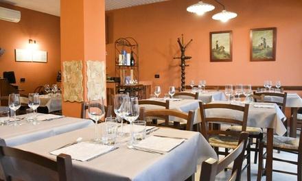 Menu toscano con vino in centro a Bergamo