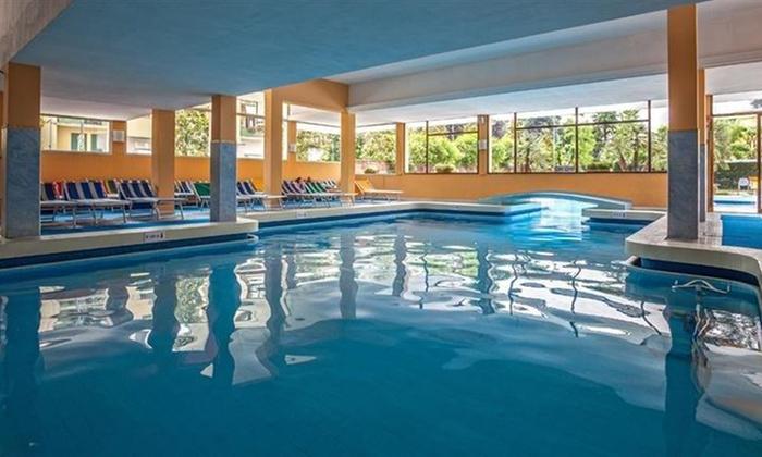 Abano terme spa priv di coppia spa hotel firenze groupon - Hotel con piscina termale toscana ...