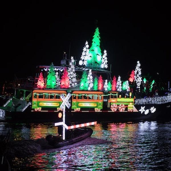 Newport Beach Christmas Lights Cruise.Newport Landing Cruises