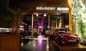 Peugeot Lounge: Desde $199 por 8 mini hamburguesas gourmet + 2 cervezas Stella Artois para dos o cuatro en Peugeot Lounge