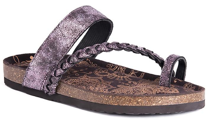 d8b60550bae6 MUK LUKS Women s Keia Braided Strap Sandals (Size 8)