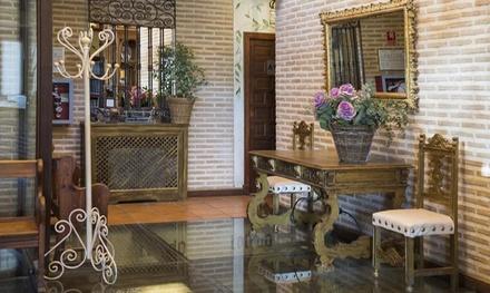 Toledo: estancia para 2 personas con desayuno, detalle de bienvenida y opción a media pensión en YIt Puerta Bisagra