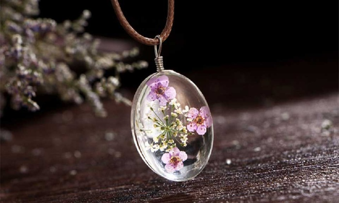 Silver Real Dried Flowers Oval Glass Drop Necklace: Oval Glass Drop Necklace with Real Dried Flowers