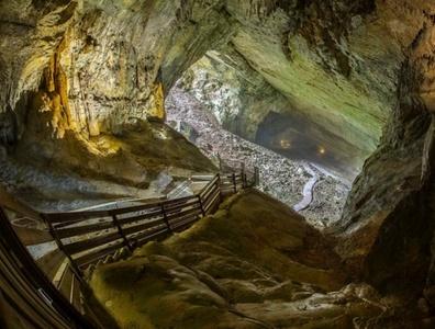 Visite guidée des grottes, simple ou avec animation pour enfant ou adulte dès 5 € aux Grottes de Cerdon