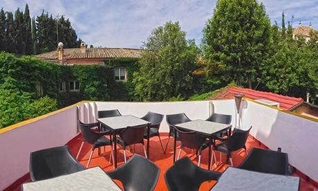 Menú para 2 o 4 personas con aperitivo, entrante, principal, postre y botella de vino o bebida desde 24,95 € en Maytiz Oferta en Groupon