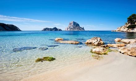 Ibiza: 3 o 5 noches para 1 con viaje de I/V en ferry con coche incluido y media pensión en Hotel THB Naeco Ibiza 4*