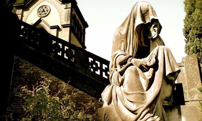 SOTTERRANEI DI ROMA: Tour al cimitero di Verano tra segreti, sculture e aneddoti per 2 o 3 persone da Sotterranei di Roma (sconto fino a 41%)