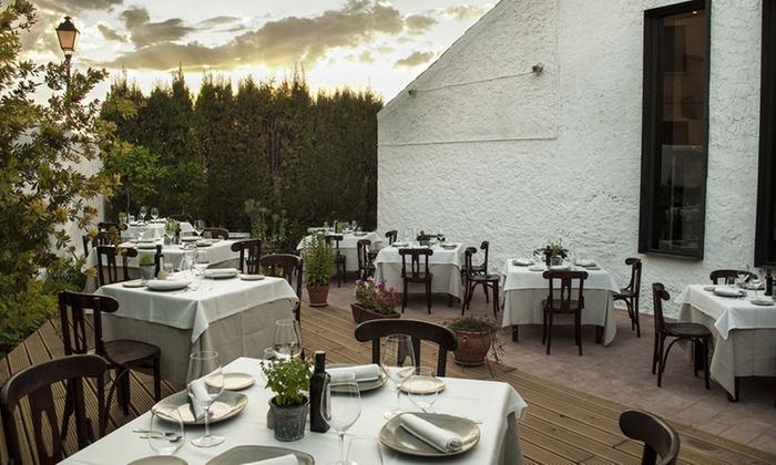 Casa Elena - Cabañas: Cena sensorial a ciegas para dos con degustación de 9 platos, maridaje y opción a combinado desde 59,95 € en Casa Elena