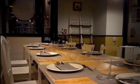 Menú degustación para dos con opción a botella de vino desde 36,95 € en El Tomate Bistró