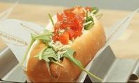 Menú para 2 o 4 personas con nachos, 2 hot dogs por persona y bebida desde 16,95 € en dos restaurantes The Dog is Hot