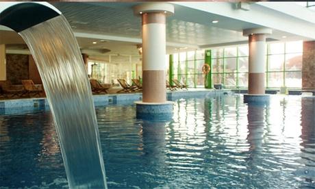 Circuito spa para 2 con acceso a la piscina exterior y té o comida bufet con bebida desde 24,90 € en Holiday Palace Spa