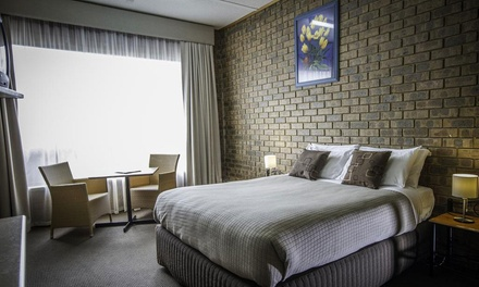 Murraylands: 1 to 3 Nights in Standard or Family Room with Wine and Optional Meal Vouchers at Mannum Motel