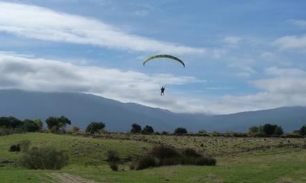 Curso de iniciación al parapente de 4h para 1 o 2 con opción a vuelo biplaza desde 39,95 € con De Madrid al Cielo