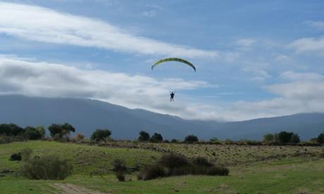 Curso de iniciación al parapente de 4h para 1 o 2 con opción a vuelo biplaza desde 39,95 € con De Madrid al Cielo Oferta en Groupon