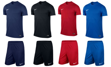 Ensemble Nike t-shirt et short pour la pratique du football