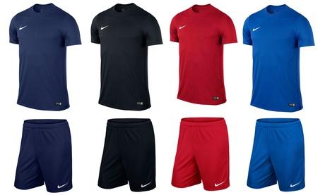 Ensemble T-shirt et short pour hommes de la marque Nike