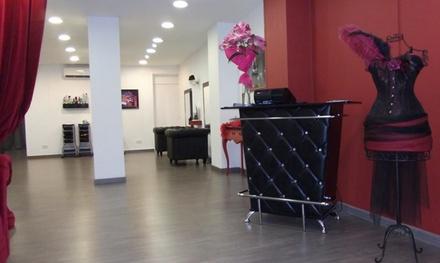 Sesión de peluquería con corte y opción a tinte y/o mechas desde 14,95 € en Burlesque