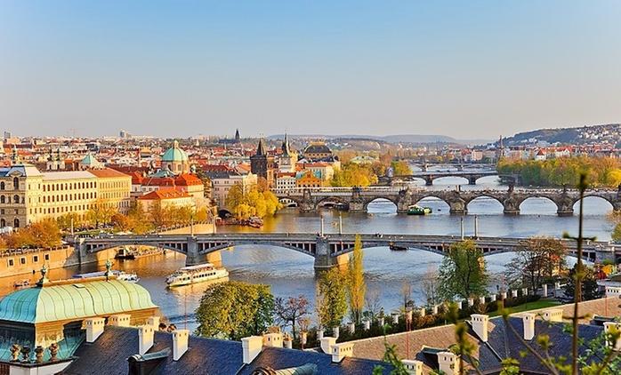 ✈ Praga: volo a/r, soggiorno di 2 o 3 notti in hotel e crociera sulla Moldava in opzione per una persona