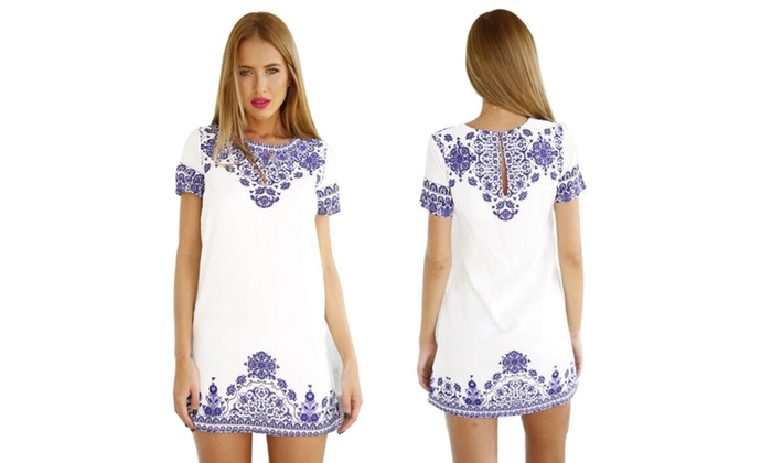 Robe blanche a motif bleu