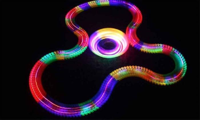TitoloPista acrobatica fluorescente Magic Tracks con elementi singoli disponibile in 2 tipologie