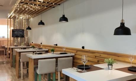 Menú español para 2 o 4 personas con entrante, principal, postre y bebida o botella de vino en Malaguita Gastrobar