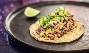 Restaurante-Mezcalería Serpientemplumada: Mexicano para 2 o 4 personas con entrantes, tacos y cubo de Coronitas desde 16,90 € en Mezcalería Serpientemplumada
