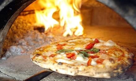 Menu con pizza a scelta cotta in forno a legna, dolce e bibita al Ristorante Gaia a Montebelluna (sconto fino a 61%)