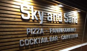 Sky And Sand: Menu pizza con antipasto, dolce e bibita per 2 o 4 persone da Sky And Sand (sconto fino a 71%)