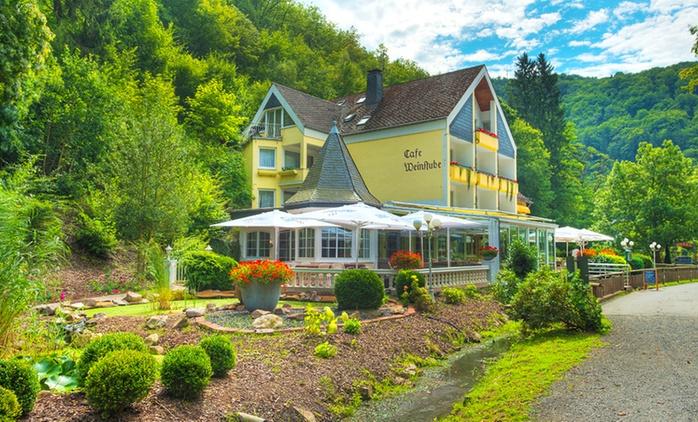 Eifel und Mosel: 2-5 Nächte zu zweit mit 3-Gänge-Menü und Thermeneintritt im Hotel Schwanenweiher in Bad Bertrich