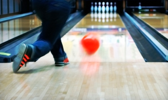 Fatman Sports Lounge & Lanes - Green Oaks (Lake Bluff): $25 for Bowling with Shoe Rental, Pizza, and Soda for Six at Fatman Sports Lounge & Lanes in Lake Bluff ($140.99 Value)