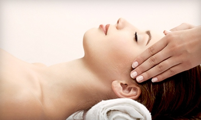 Heshmat Pain Management Clinic - Evergreen Park: $47 for a 50-Minute Deep-Tissue or Sports Massage at Heshmat Pain Management Clinic in Palo Alto ($95 Value)