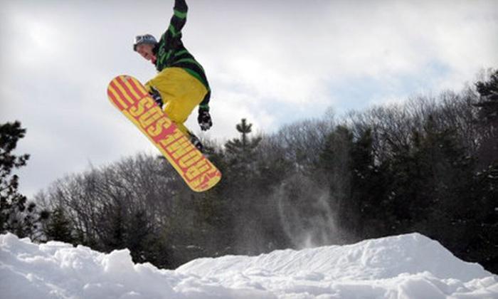 Maple Ski Ridge - Rotterdam: $15 for Seven-Hour Lift Ticket at Maple Ski Ridge in Rotterdam ($30 Value)