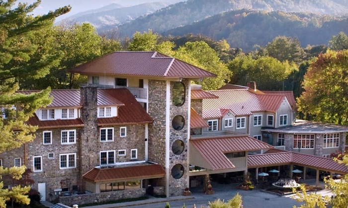 Waynesville Inn Golf Resort and Spa - Waynesville, NC: Two-Night Stay for Up to Four in a Traditional Room at Waynesville Inn Golf Resort and Spa in North Carolina
