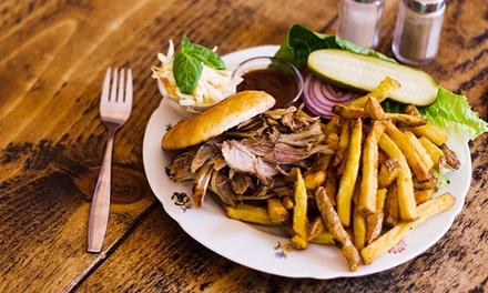 Pulled Pork oder Beef Sandwich mit Pommes und Softdrink im Mittagsspecial bei The Bird für 12,50 €