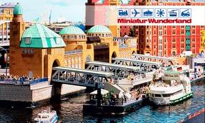Miniatur Wunderland: Hamburger Hafenrundfahrt am Abend mit anschließendem Besuch des Miniatur Wunderlandes für 1 Person (42% sparen)