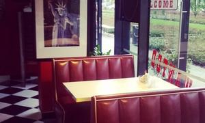 Retro Burger: Dowolne danie dla dwojga (23,99 zł) z napojami (29,99 zł) i więcej opcji w Retro Burger (do -37%)