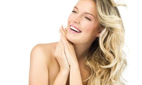 Manicura y pedicura con esmaltado normal o semipermanente y opción a limpieza facial y masaje desde 12,90 € en Macarena