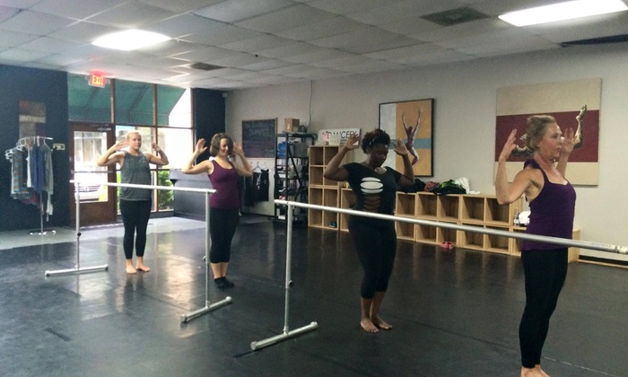 Baila ConmiG.A - Charleston: Five Dance-Fitness Classes at BailaConmiGA (60% Off)